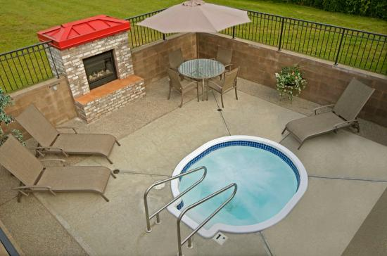 Best Western Sicamous Inn: Outdoor Hot Tub