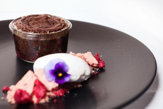 New Plymouth, Nueva Zelanda: Warm chocolate pudding with coconut sorbet