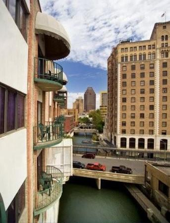 Riverwalk Plaza Hotel & Suites: Overlook the San Antonio River