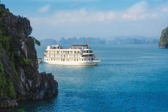 HaLong Top Cruise - Private Day Tours