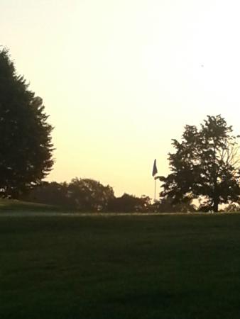 Golf-Club Schloss Elkofen: Gerade erst ist die Sonne aufgegangen