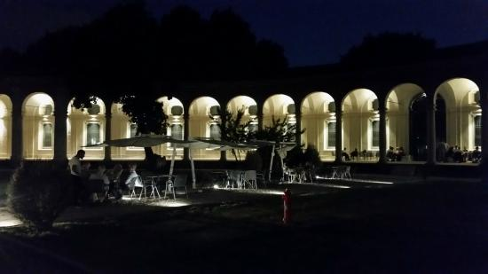 Rotonda della Besana: I tavolini dell'aperitivo