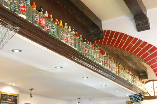 Colecci n de sifones antiguos photo de restaurante casa perico madrid tripadvisor - Casa perico madrid ...