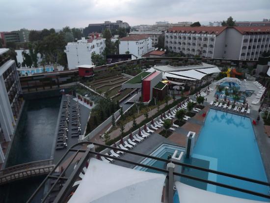 The Sense De Luxe Hotel : отель, территория