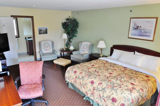 Americas Best Value Inn-Scarborough/Portland: One King Bed