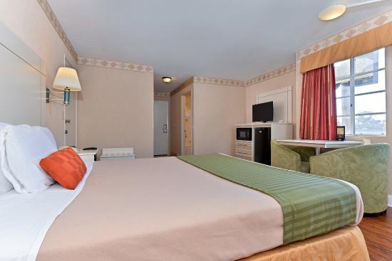 Сан-Клементе, Калифорния: One Queen Bed Guest Room