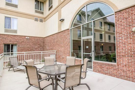 Comfort Inn & Suites: SDPatio