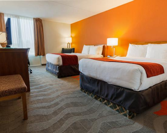 Comfort Inn & Suites Syracuse Airport : Room with Two Double Beds