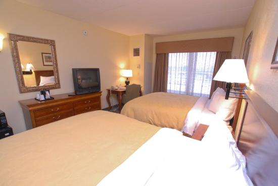 Country Inn & Suites By Carlson, Newark Airport: 2 Queen Beds