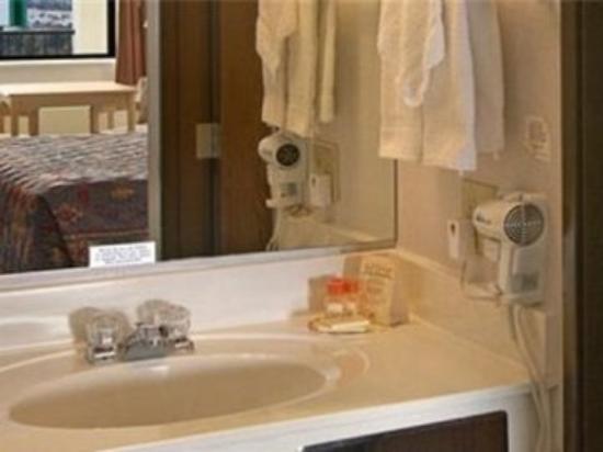 Navajoland Inn & Suites: Bathroom