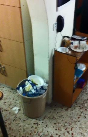 University Residence: Verdrecktes Haus, casa sporca, Muddy house