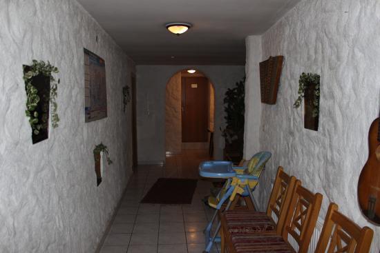 risse in den w nden picture of alpenhof mariastein mariastein tripadvisor. Black Bedroom Furniture Sets. Home Design Ideas