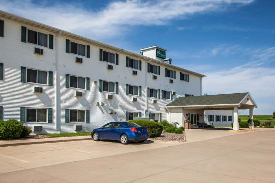 Quality Inn & Suites Eldridge On The Edge of Davenport Iowa: Exterior