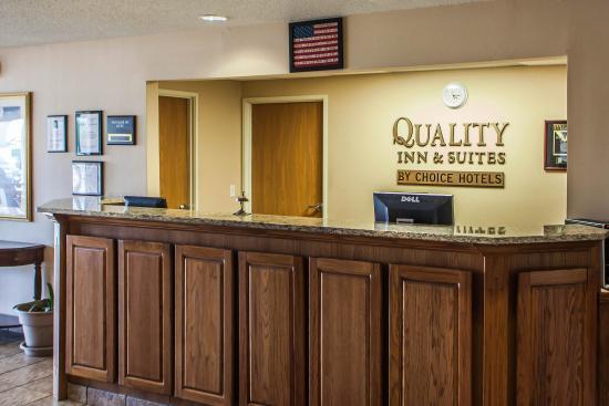 Quality Inn & Suites Eldridge On The Edge of Davenport Iowa: Interior