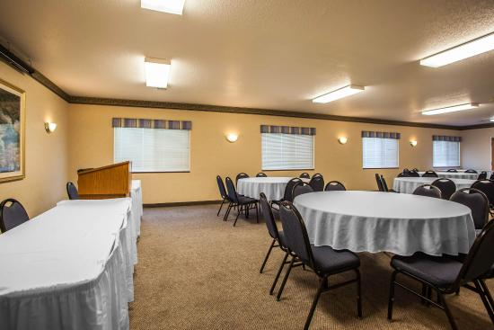 Quality Inn & Suites Eldridge On The Edge of Davenport Iowa: IAMEETING