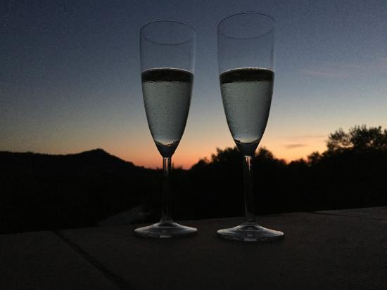Sa Vall de Son Macia : Cava på terrassen i solnedgången