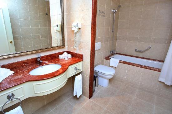 Radisson Blu Hotel, Tashkent: Bathroom