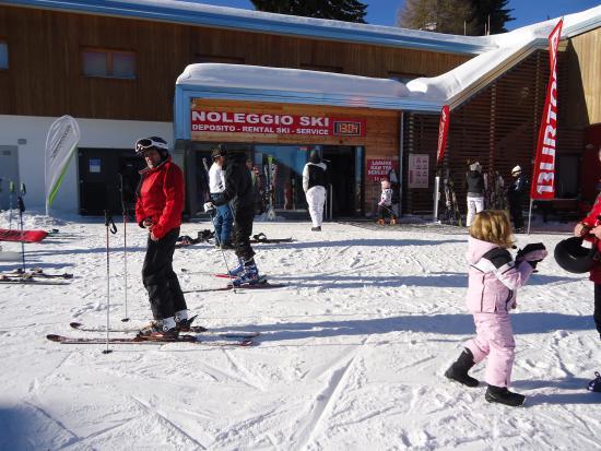 Monte Bondone, Włochy: Noleggi sci a Vaneze e a Vason