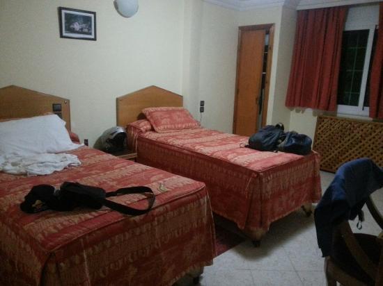 Motel Relais Ras el Maa : Chambre et salle de bain