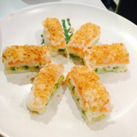 Le Nagoya: Je suis manger Nagoya souvent. Le chef m'offre un super bon spéciale maki mille-feuilles. Je sui