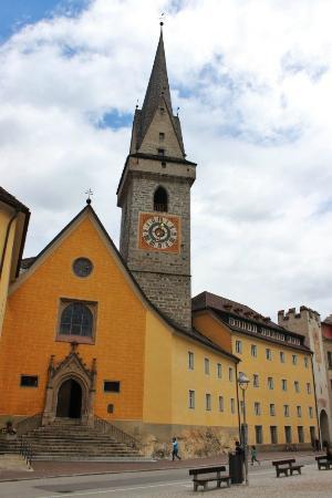 Church of the Ursuline : La chiesa e la piazza