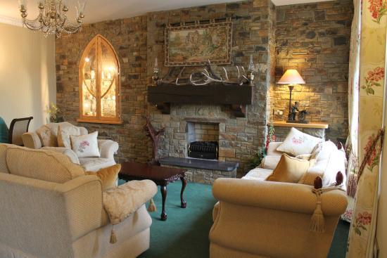 Old Weir Lodge: Public sitting room