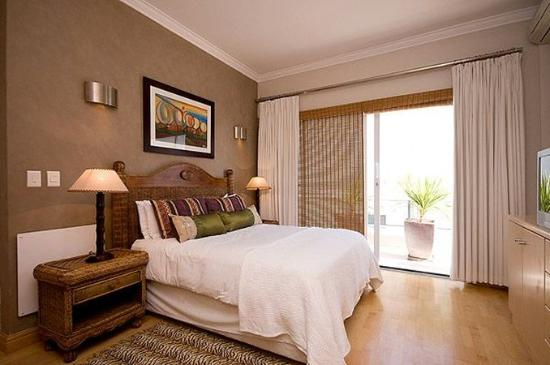 Bantry Beach Luxury Suites: Main Bedroom - Penthouse