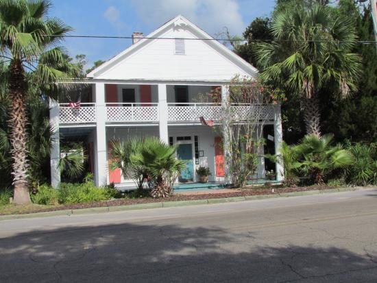 The Old Carrabelle Hotel: Old Carrabelle from across the street