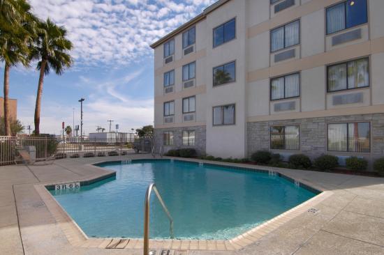 Red Roof Inn Laredo : Pool
