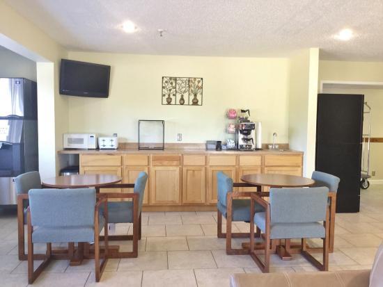 Cabool, MO: Breakfast Area