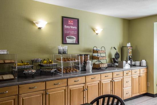 Econo Lodge Inn and Suites: SCBKFAST
