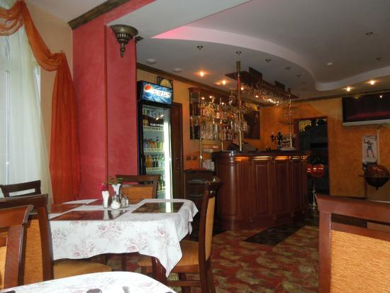 Renaissance Hotel: Рецепшен,бар