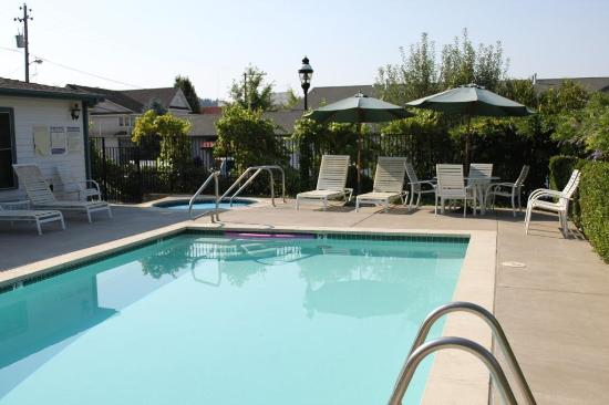 Grass Valley, CA: Pool view