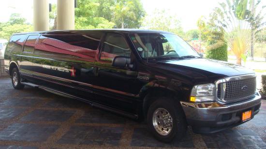 """""""The Deck"""" Tapas Bar: Лимузин для доставки гостей"""