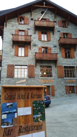 Grand Hotel Kurhaus : Side view of hotel