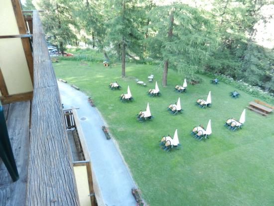 Grand Hotel Kurhaus: Outside tables to relax
