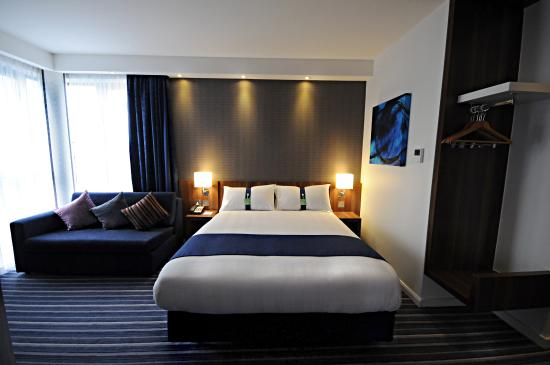 Holiday Inn Express Sheffield City Centre: Your modern bedroom awaits you for a good night's rest