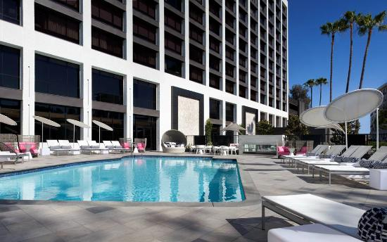 outdoor pool picture of beverly hills marriott los. Black Bedroom Furniture Sets. Home Design Ideas