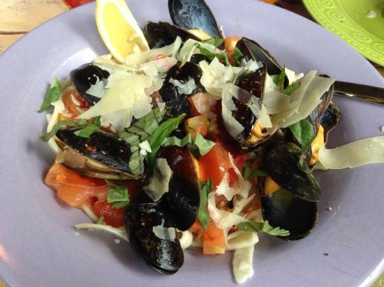 Slates Restaurant & Bakery : Fresh Tomato and Basil Pasta with Mussels