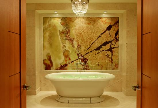 The Ritz-Carlton, Toronto : The Ritz-Carlton Suite Bathroom