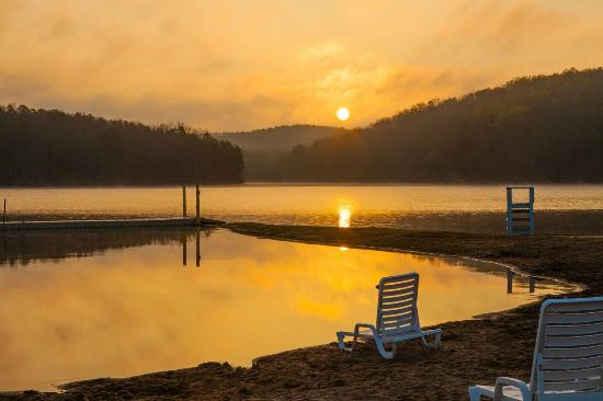 YMCA Trout Lodge : Daybreak at the waterfront