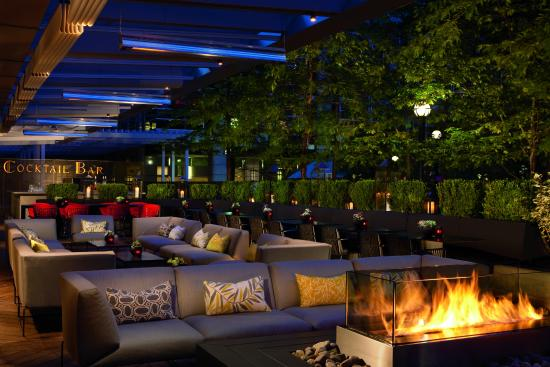 The Ritz-Carlton, Toronto: DEQ Patio and Lounge