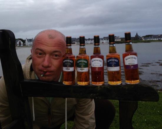 Smallest Whisky Bar On Earth: Whisky for breakfast