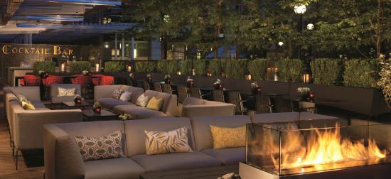 The Ritz-Carlton, Toronto: DEQ outdoor patio & lounge