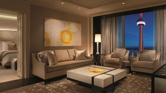 The Ritz-Carlton, Toronto: Simcoe Suite Living Area