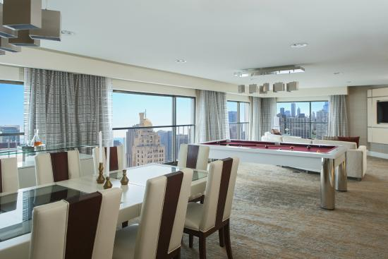 Chicago Marriott Downtown Magnificent Mile : Enjoy panoramic views of Downtown Chicago from our Suites.