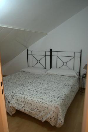 Nomadas hostel: Номер в мансарде
