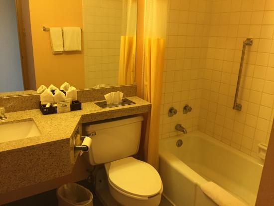 Colorado City, CO: Nice tub and wonderfully clean