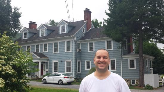 Mt. Beacon Bed and Breakfast : Myself in front of this beautiful 1911 mansion.