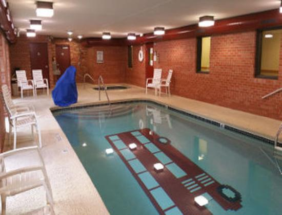 Baymont Inn & Suites Midland: Pool